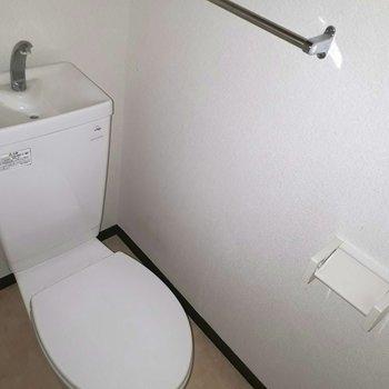 お手洗いもきれいですね ※照明なしの時のお写真です※写真は2階の反転間取り別部屋のものです。