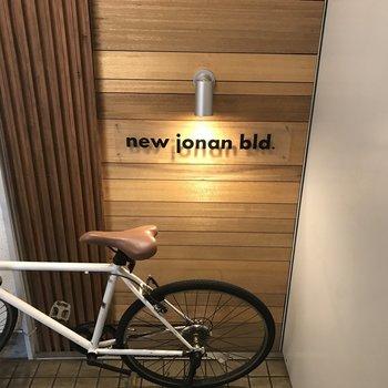 共用部にはおしゃれな自転車も。センスある人が住んでそう!