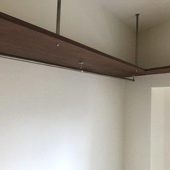 上には吊り棚もありました。※写真はクリーニング前です。