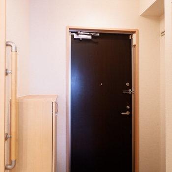 ゆったり玄関ですね。※写真はクリーニング前
