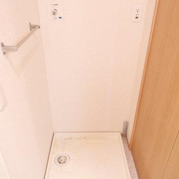 洗濯機置場は脱衣所に。※写真はクリーニング前