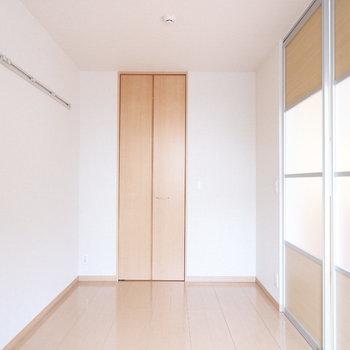 扉を閉めても圧迫感無いですね!※写真はクリーニング前