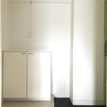 玄関はシンプル&プレーンに。