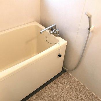 浴室もレトロな雰囲気です。