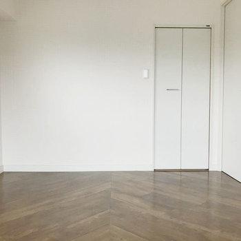 洋室はゆとりある寝室にちょうどいい。