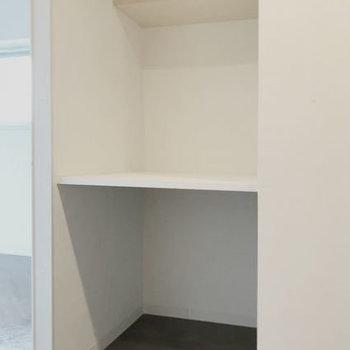 棚には収納BOXなんか置いてみても◎