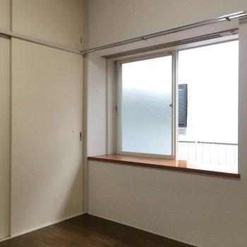 出窓は便利で使いやすそうですね。