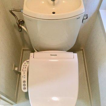 お手洗いは温水洗浄です!