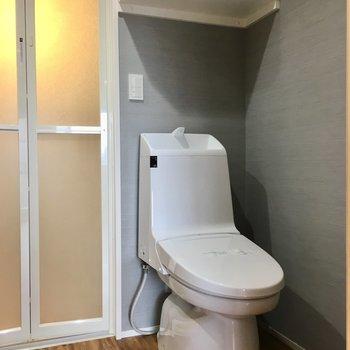 脱衣所にトイレ。お掃除まとめてがんばれそう。