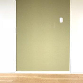 クローゼットの間にグリーンの壁が・・・♡