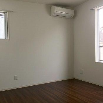 2階も角部屋でエアコン付き。