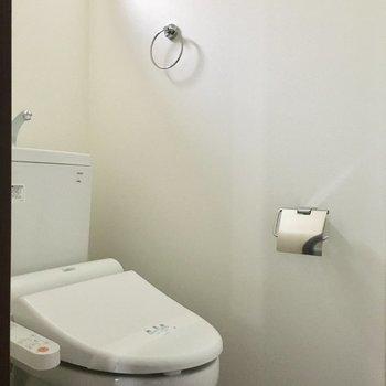 トイレも窓付きです◎
