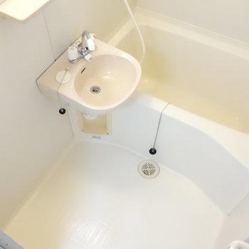 洗面台とのユニットタイプです。