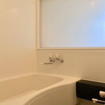 バスルームは・・・さっきのすりガラスはここに!!