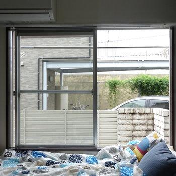 大きな窓が魅力的。