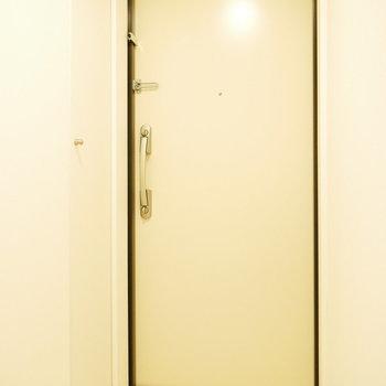 玄関もシンプル