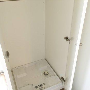 洗濯機置き場はクローゼットに隠れていました。※写真は同じ間取り5階の別部屋です