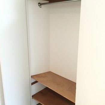 収納は玄関前のこちらだけ。※写真は同じ間取り5階の別部屋です