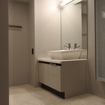 洗面だってとっってもスタイリッシュなんだから。※写真は別室です。
