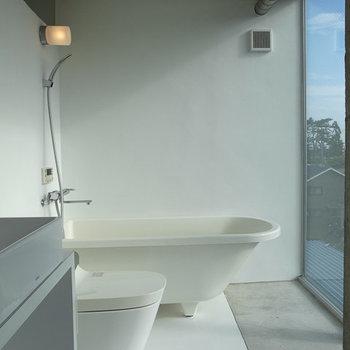 開放的バスルーム!!※写真は4階別部屋似た間取り。