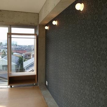 アクセントクロスかわいい♪※写真は4階別部屋似た間取り。