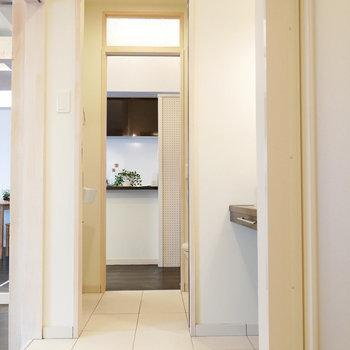 脱衣室からトイレ、トイレからキッチンへ通り抜け