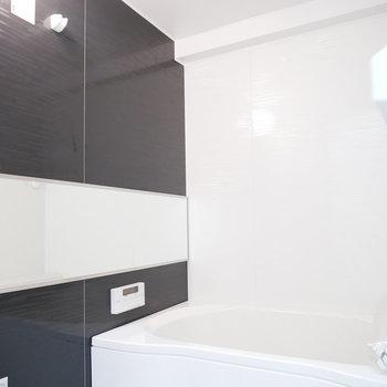 浴室のこの鏡で広く感じます