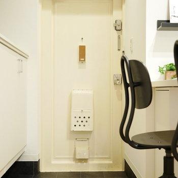 玄関はコンパクト、シューズクローゼットはたっぷり収納できます