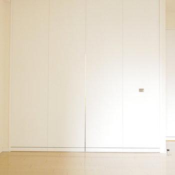 こっちの扉は大きいな