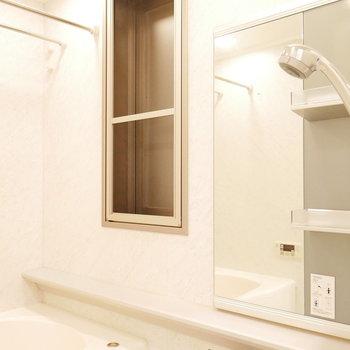 浴室にも窓あり