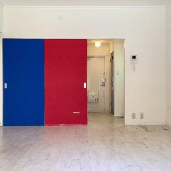 引き戸はこうやって開くからスペースを最大限活かせます(※写真は清掃前のものです)
