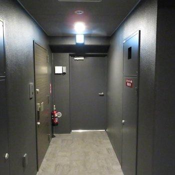 ホテルみたいな共用廊下。