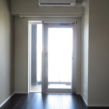日光も入りますよ!※写真は11階の同間取りの別部屋です。