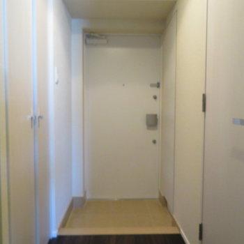玄関スペースは広いですよ!※写真は11階の同間取りの別部屋です。