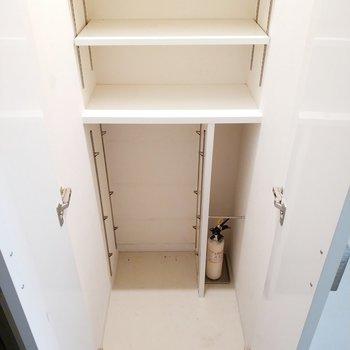 シュークローゼットも高さがあるスペースもあって嬉しい。※写真は2階、反転間取りの別部屋となります。