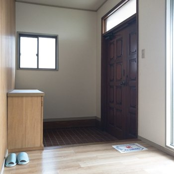 玄関スペースはゆったり使用。お客さんを沢山呼んでも大丈夫〜