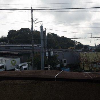 2階ベランダからの眺め。配送センターらしきものが見えますね〜