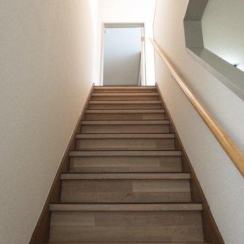 さぁ、2階へ上がっていきましょう〜