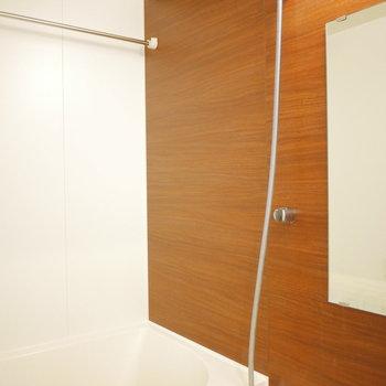 お風呂は浴室乾燥機、追焚付き!(※写真は5階の同間取り角部屋のものです)