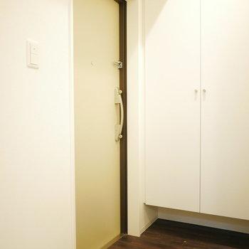 玄関はすっきりした印象(※写真は5階の同間取り角部屋のものです)