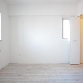広さは5.2帖、寝室にちょうどいい(※写真は5階の同間取り角部屋のものです)