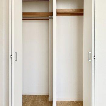 【約6.3帖洋室】クローゼットは二つの空間に分けられていました。