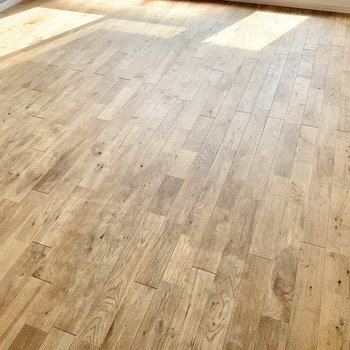 【約7.5帖洋室】あたたかみのある美しい無垢床!