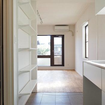 キッチンの床はタイルになっています