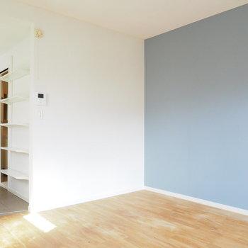 白塗装と無垢床が合いますね