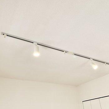 【約6.3帖洋室】各部屋にライティングレールが完備されています。