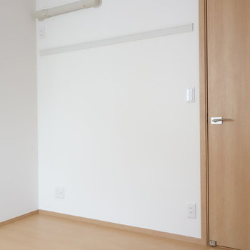 ドア側の壁には、