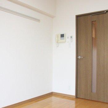 落ち着いた建具の色も素敵です♪※写真は8階の同じ間取りの別部屋です