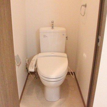 トイレは独立。※写真は8階の同じ間取りの別部屋です