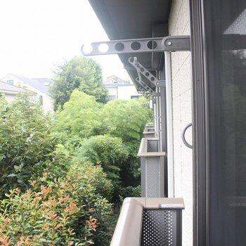 外に洗濯物を干すことができます!※写真は2階の同じ間取りの別部屋です